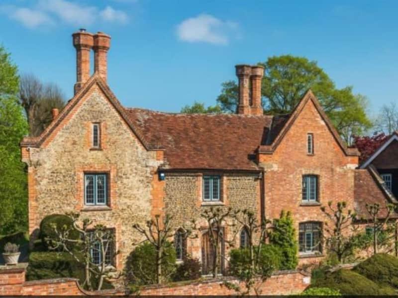 Housesitting assignment in Frensham, United Kingdom
