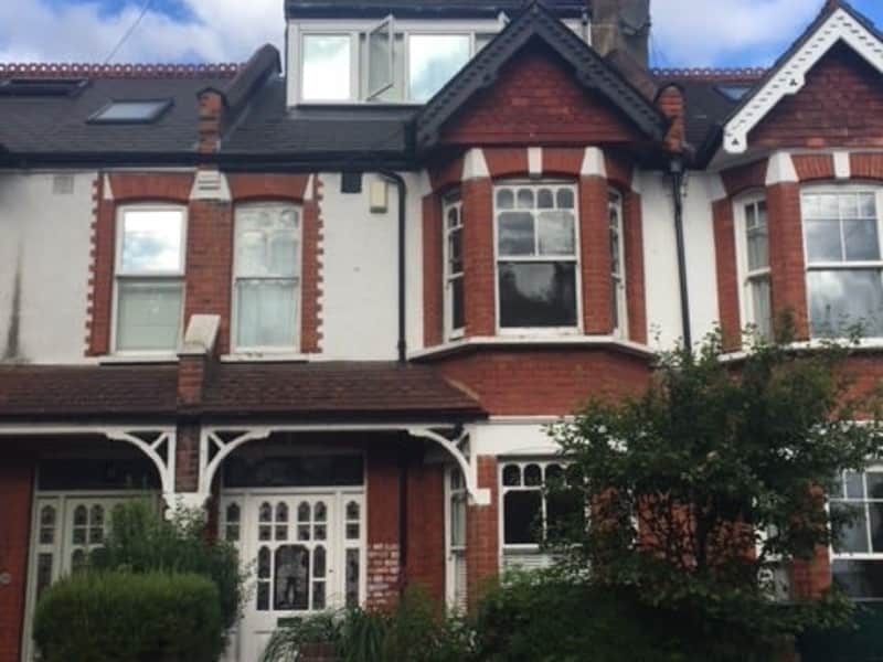 Housesitting assignment in Wimbledon Park, United Kingdom