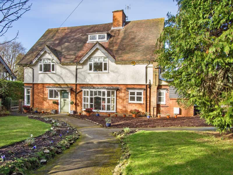 Housesitting assignment in Hindhead, United Kingdom