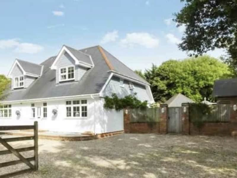 Housesitting assignment in Bisley, United Kingdom
