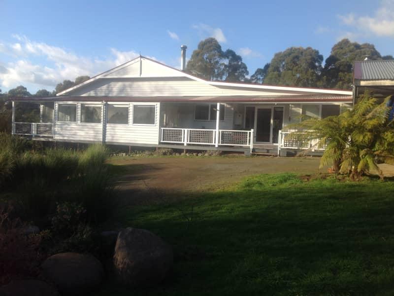 Housesitting assignment in Kettering, Tasmania, Australia