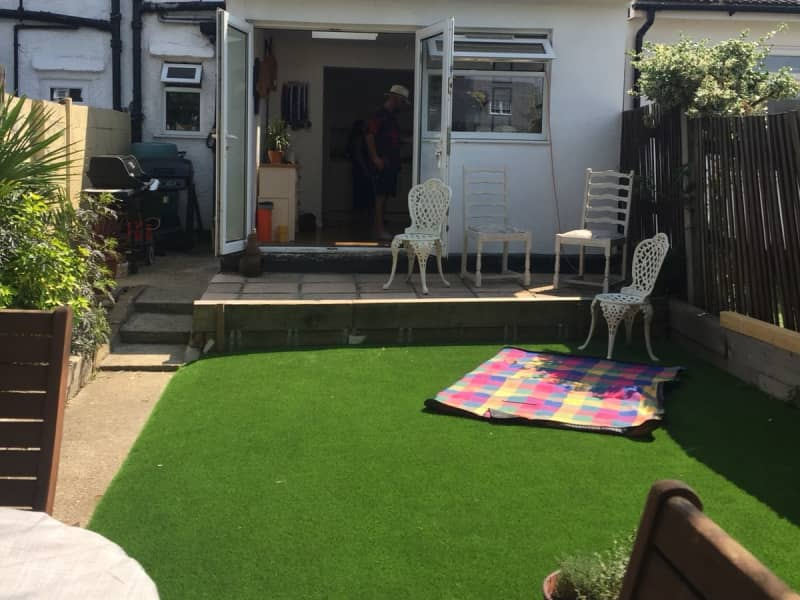 Housesitting assignment in Worcester Park, United Kingdom
