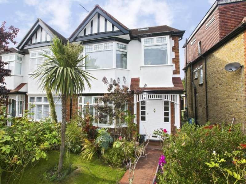 Housesitting assignment in Kew Green, United Kingdom