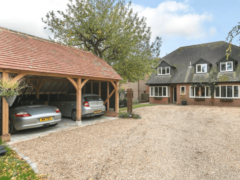 Housesitting assignment in Upper Basildon, United Kingdom