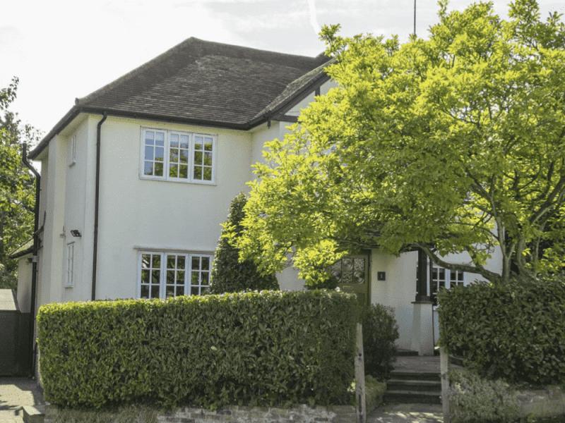 Housesitting assignment in Radlett, United Kingdom