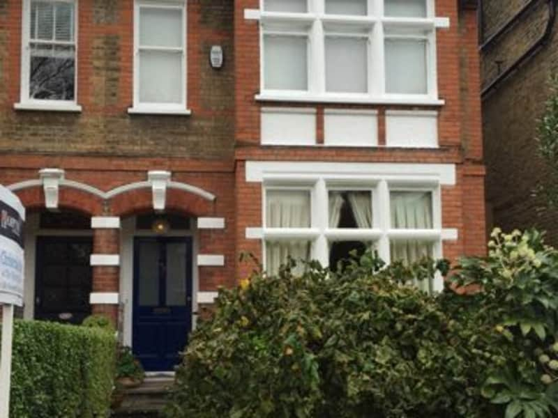 Housesitting assignment in Herne Hill, United Kingdom