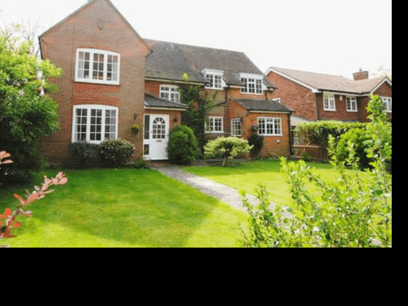 Housesitting assignment in Hartley Wintney, United Kingdom