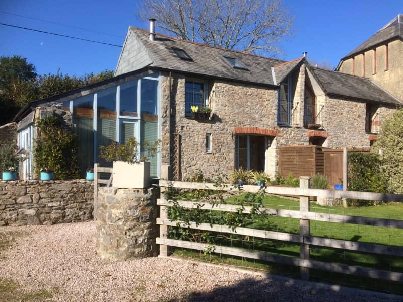 Housesitting assignment in Totnes, United Kingdom