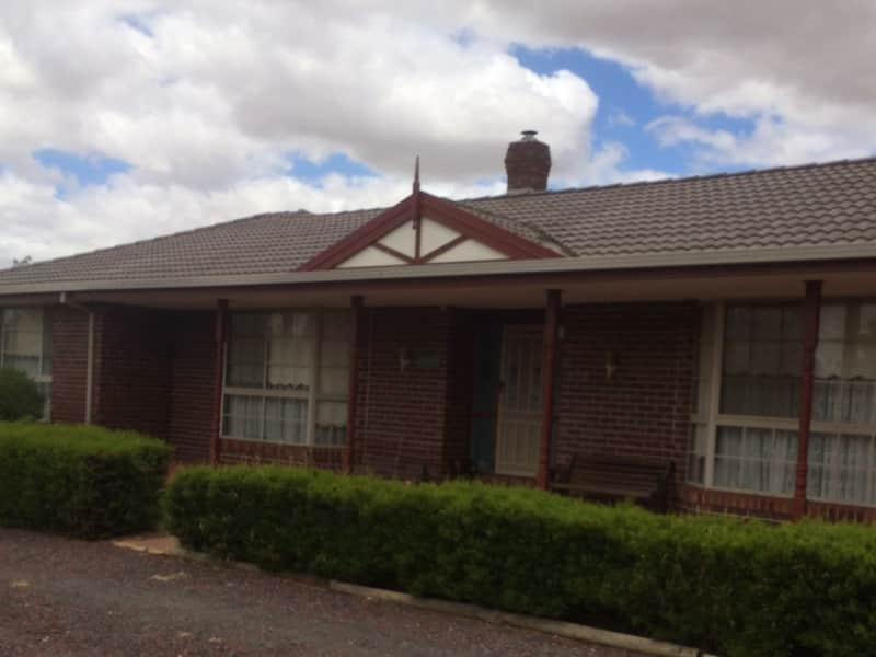 Housesitting assignment in Brookfield, Victoria, Australia