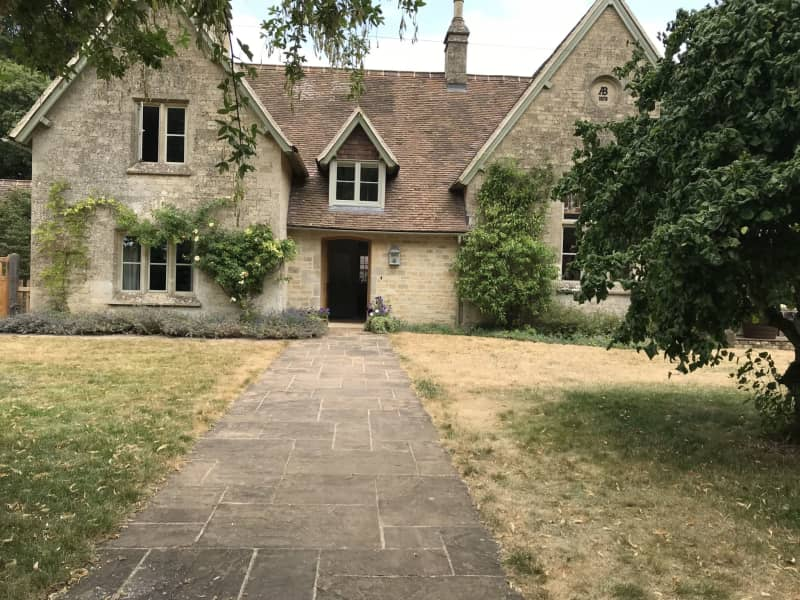 Housesitting assignment in Chipping Norton, United Kingdom