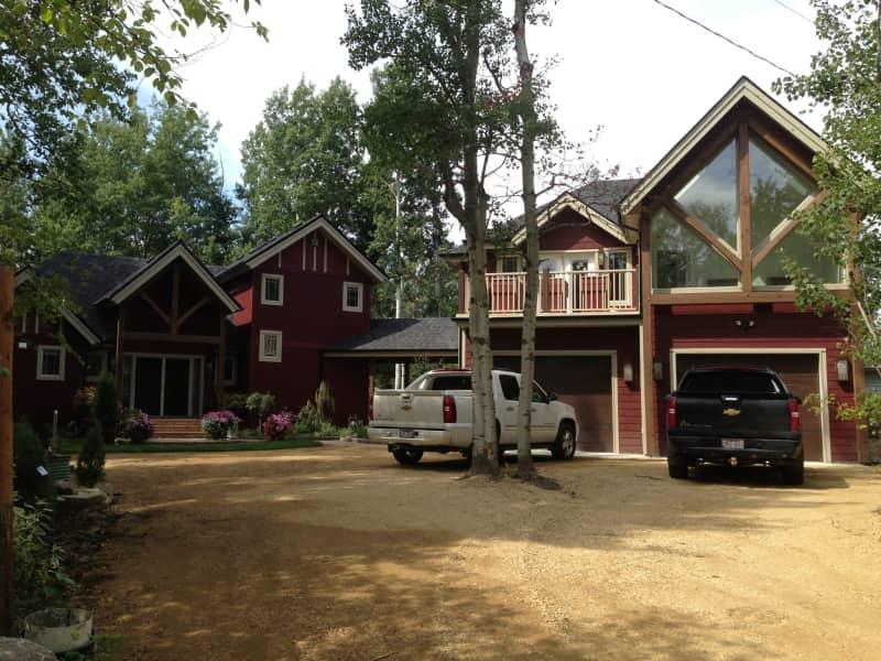 Housesitting assignment in Sylvan Lake, Alberta, Canada