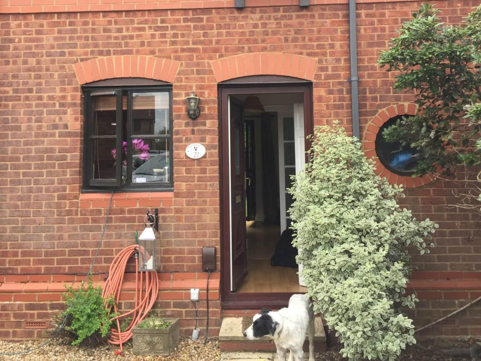 Housesitting assignment in Hamble, United Kingdom
