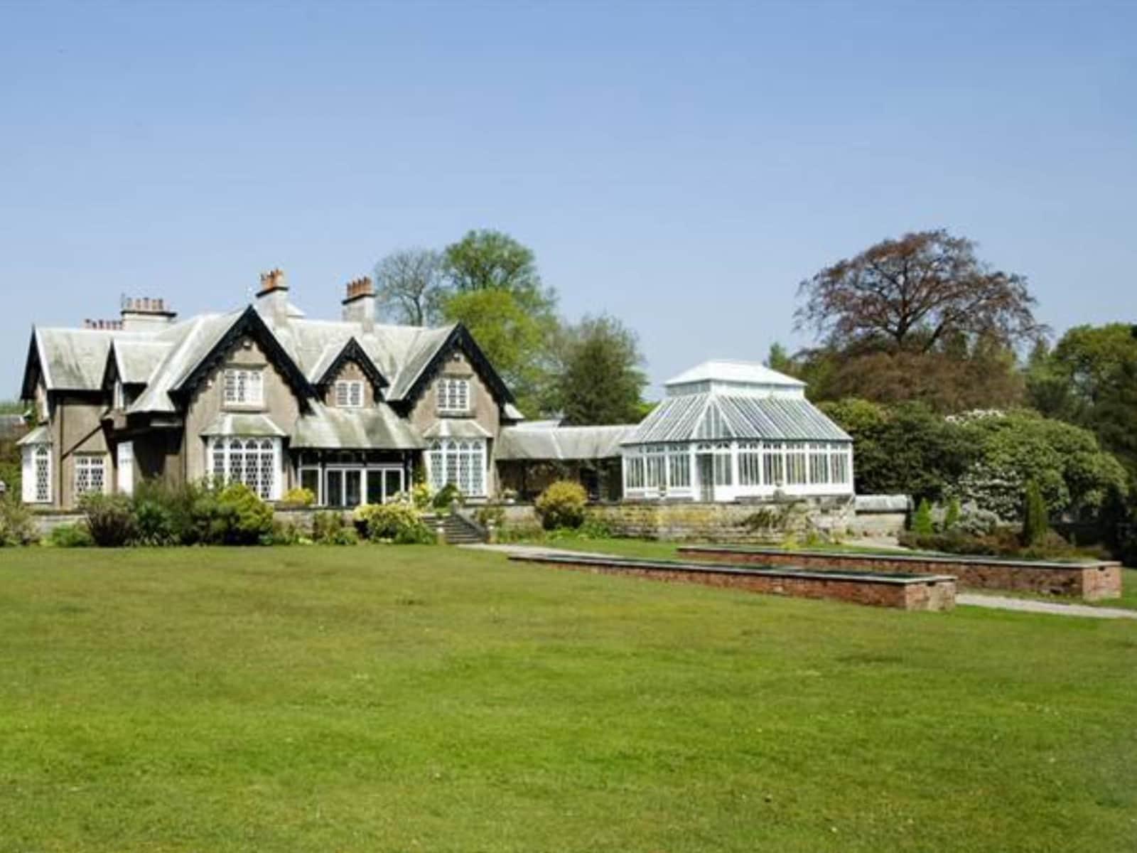 Housesitting assignment in Oakamoor, United Kingdom