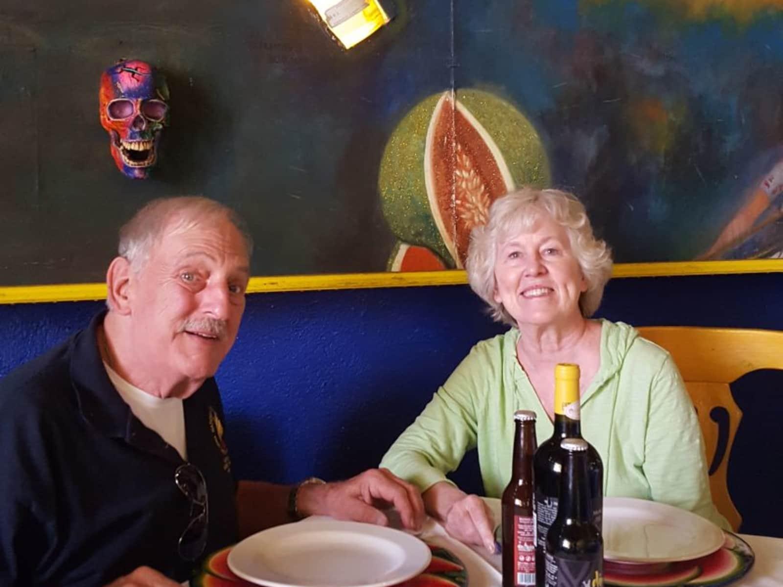 Bonnie & Douglass from Santiago de Querétaro, Mexico