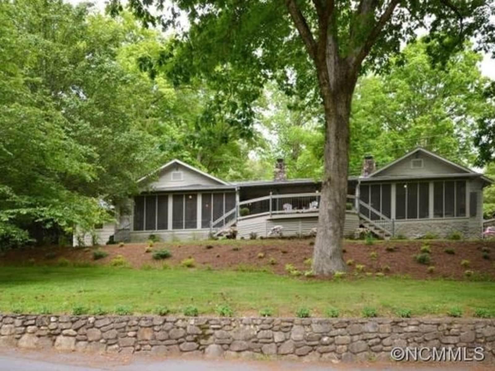 Housesitting assignment in Waynesville, North Carolina, United States