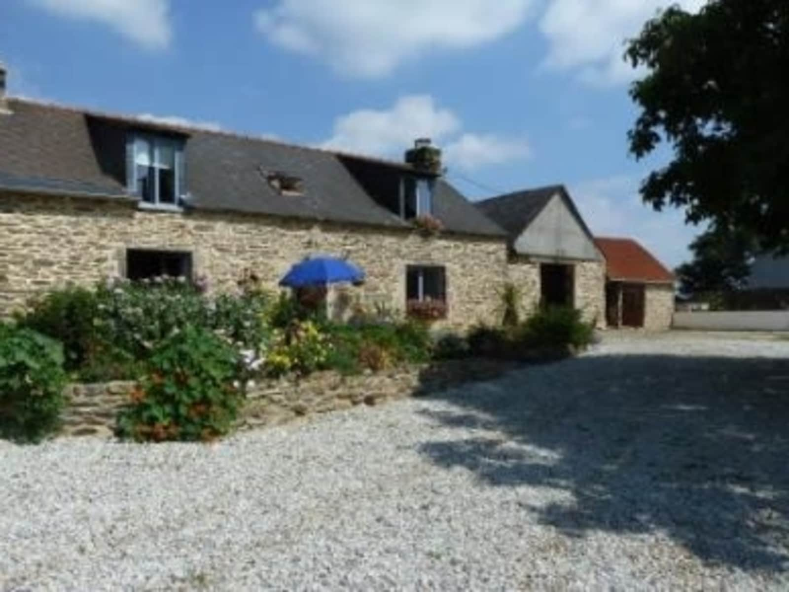 Housesitting assignment in Châteauneuf-du-Faou, France