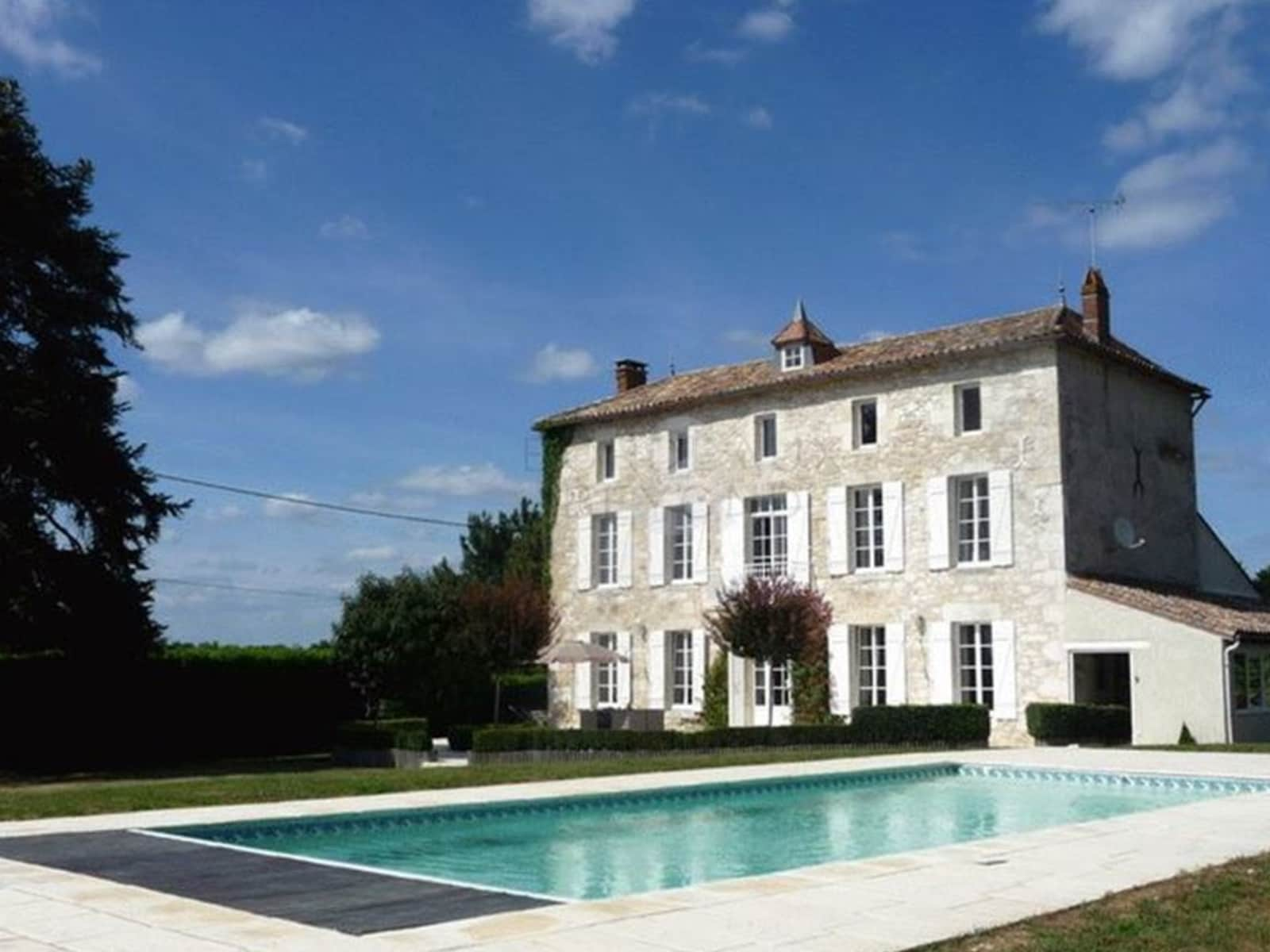 Housesitting assignment in Vélines, France
