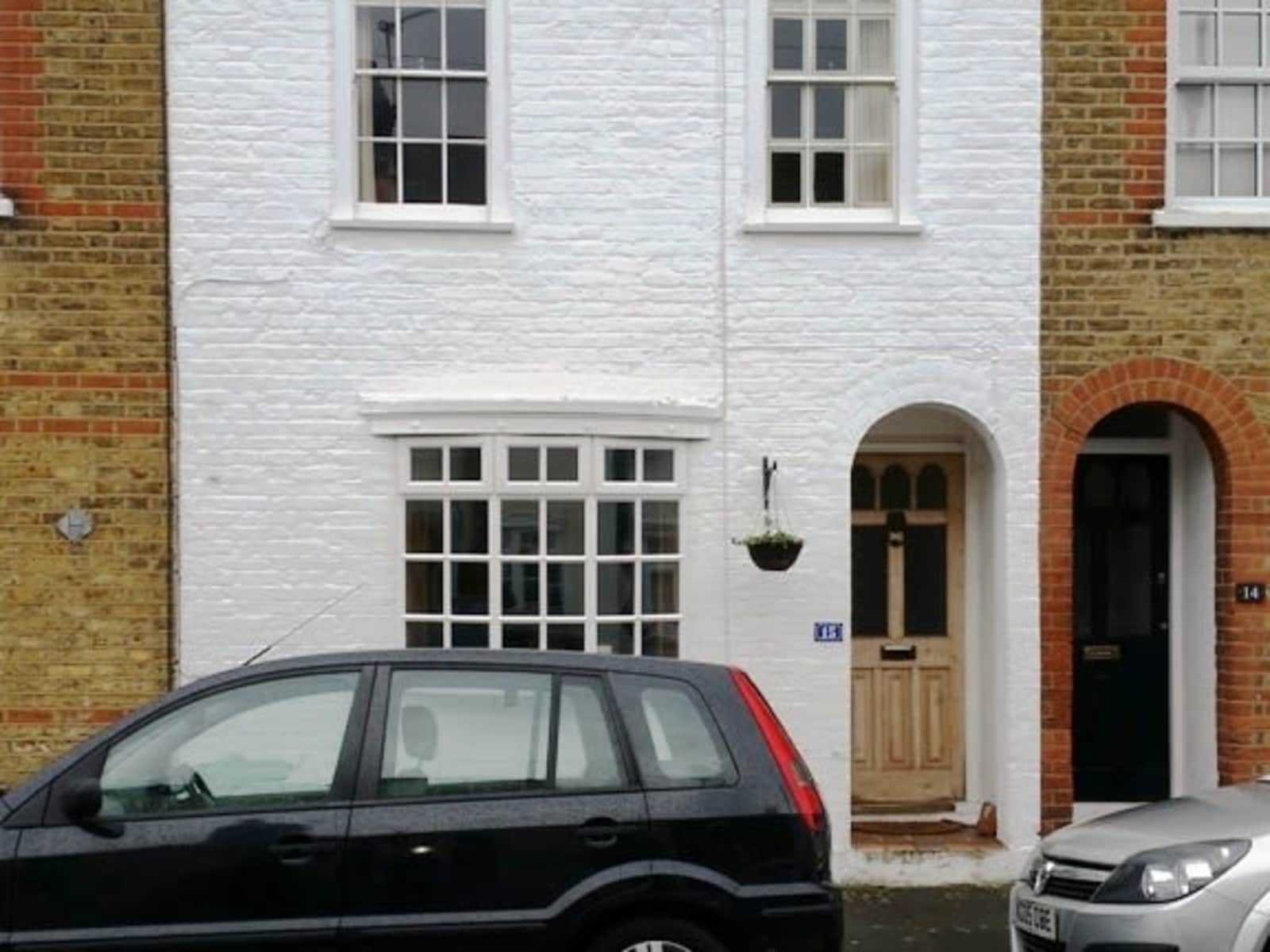Housesitting assignment in Twickenham, United Kingdom