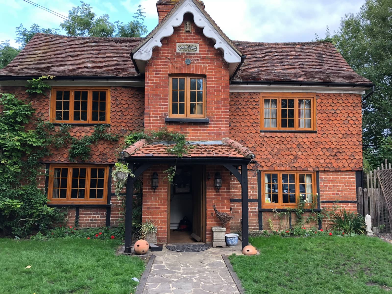 Housesitting assignment in Horsell, United Kingdom