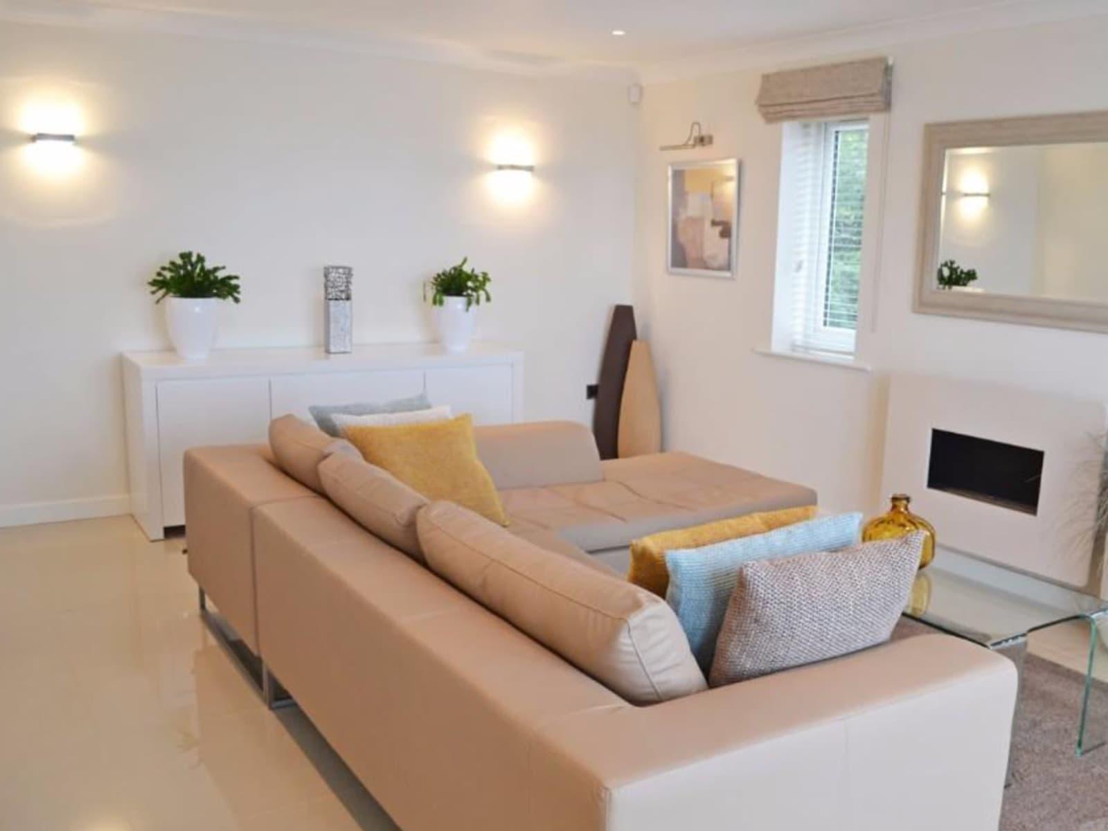 Housesitting assignment in Llanddulas, United Kingdom