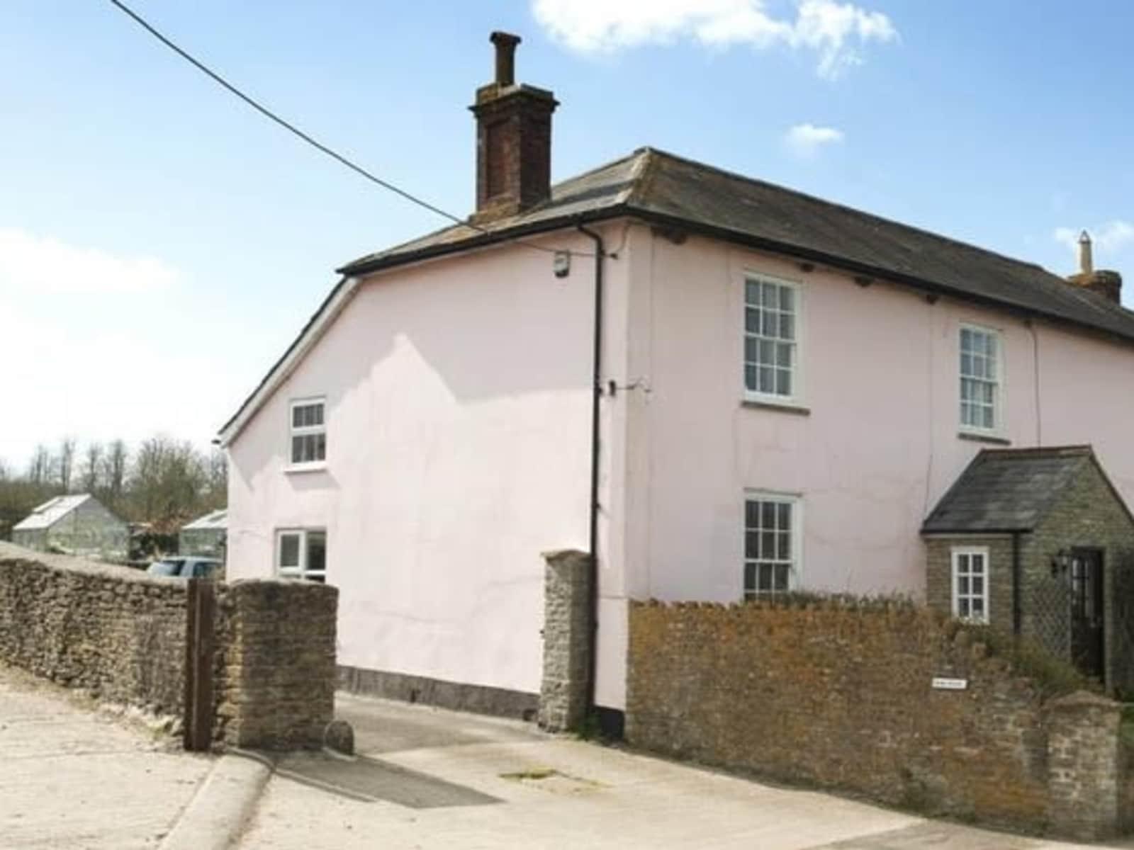 Housesitting assignment in Henstridge, United Kingdom