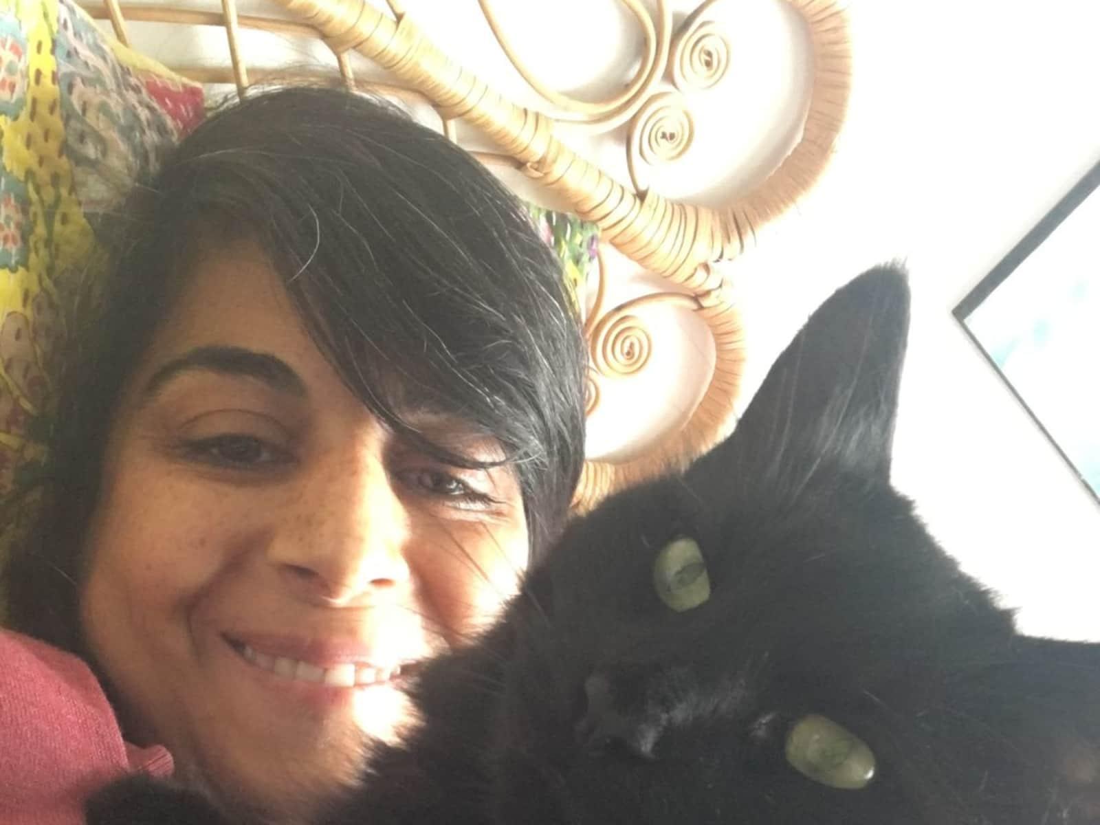 Saiqa from Birmingham, United Kingdom