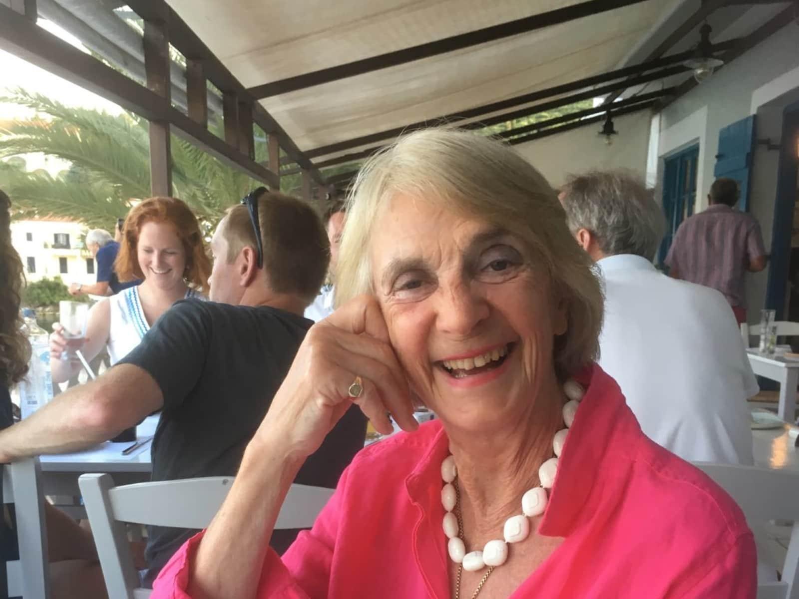 Maxine from Knightsbridge, United Kingdom