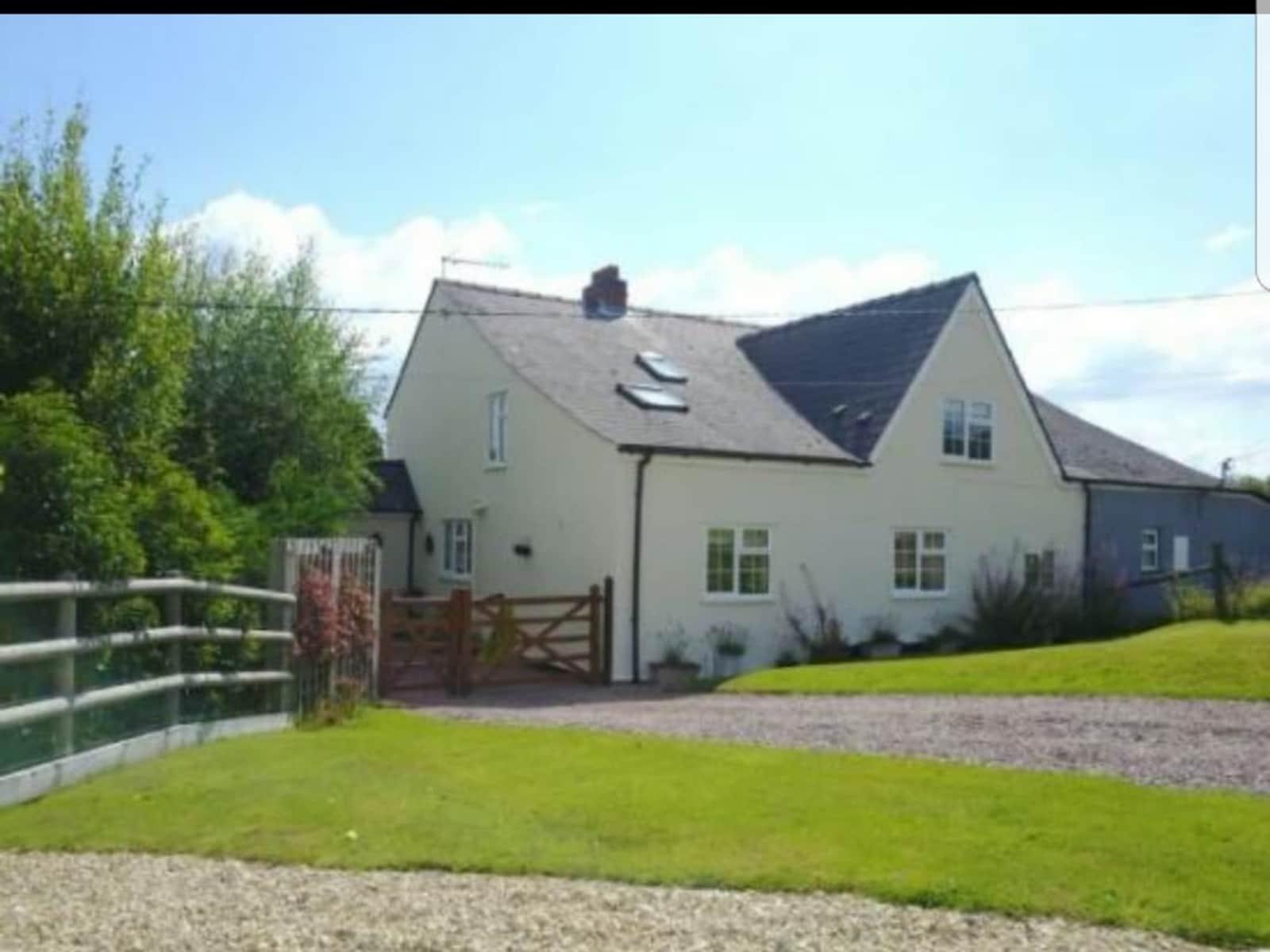 Housesitting assignment in Newnham, United Kingdom