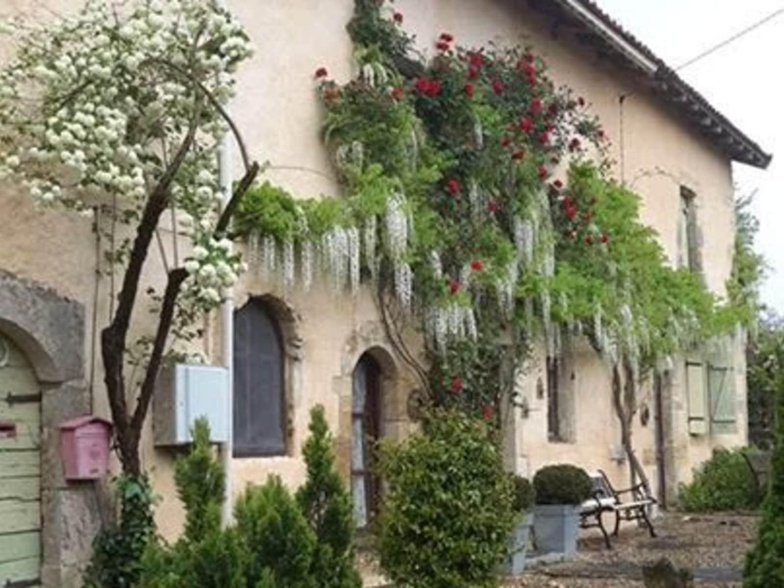 Housesitting assignment in Nanteuil-en-Vallée, France