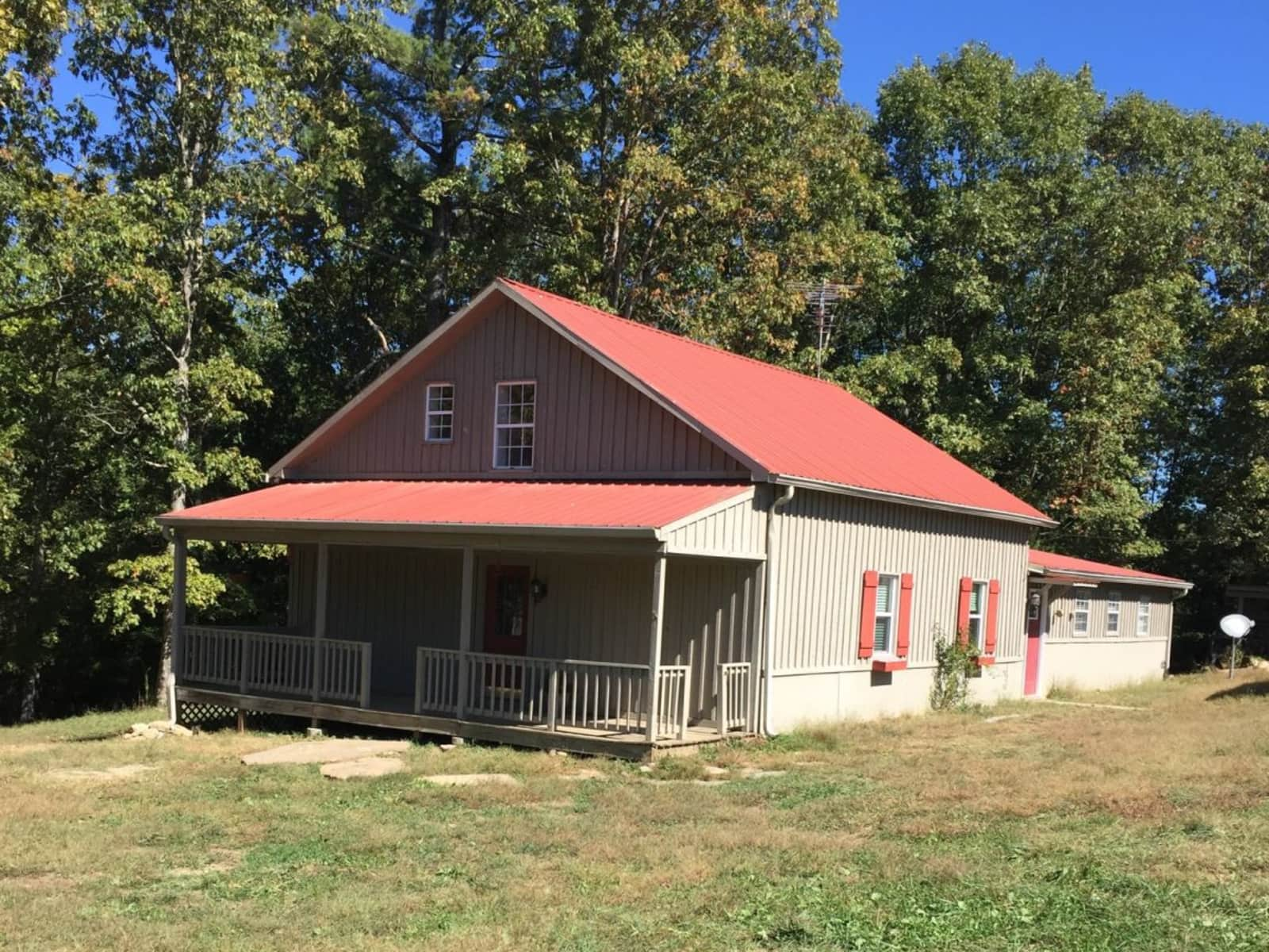 Housesitting assignment in Rockwood, Tennessee, United States