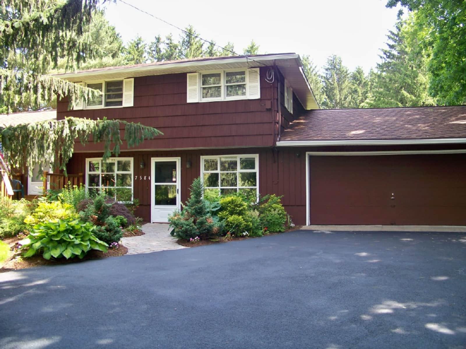 Housesitting assignment in Baldwinsville, New York, United States