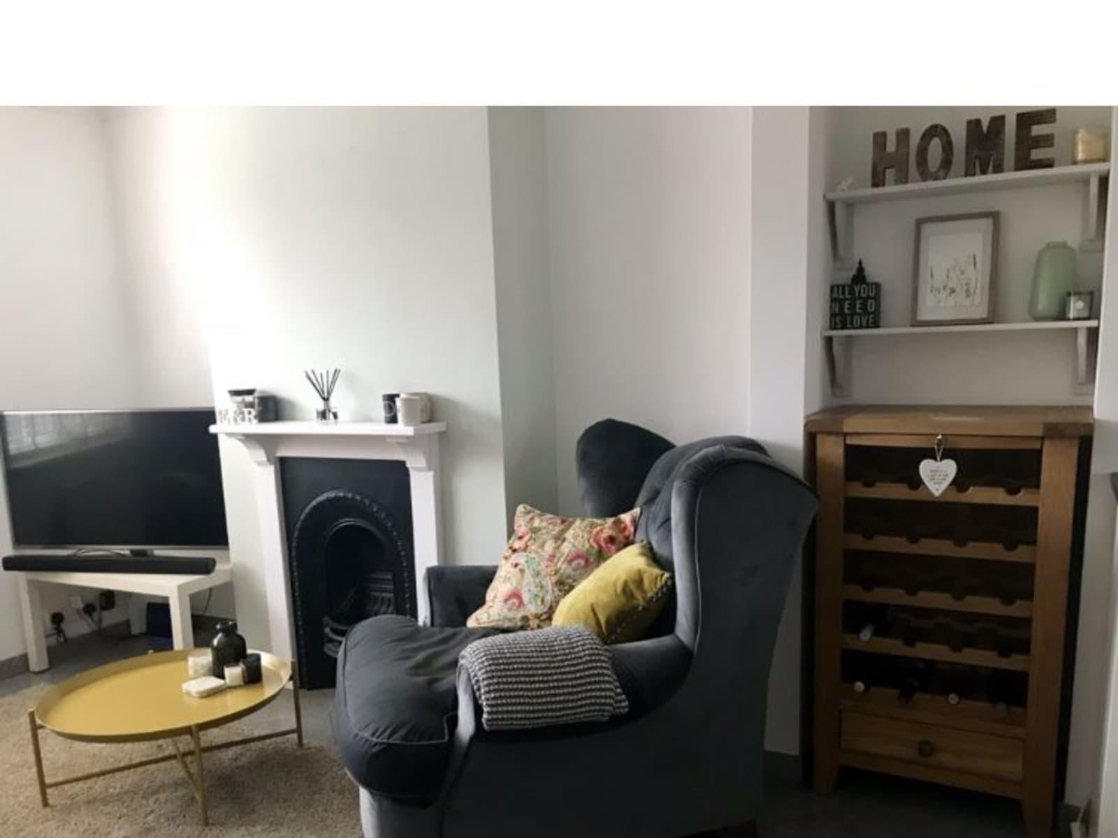 Housesitting assignment in Addlestone, United Kingdom