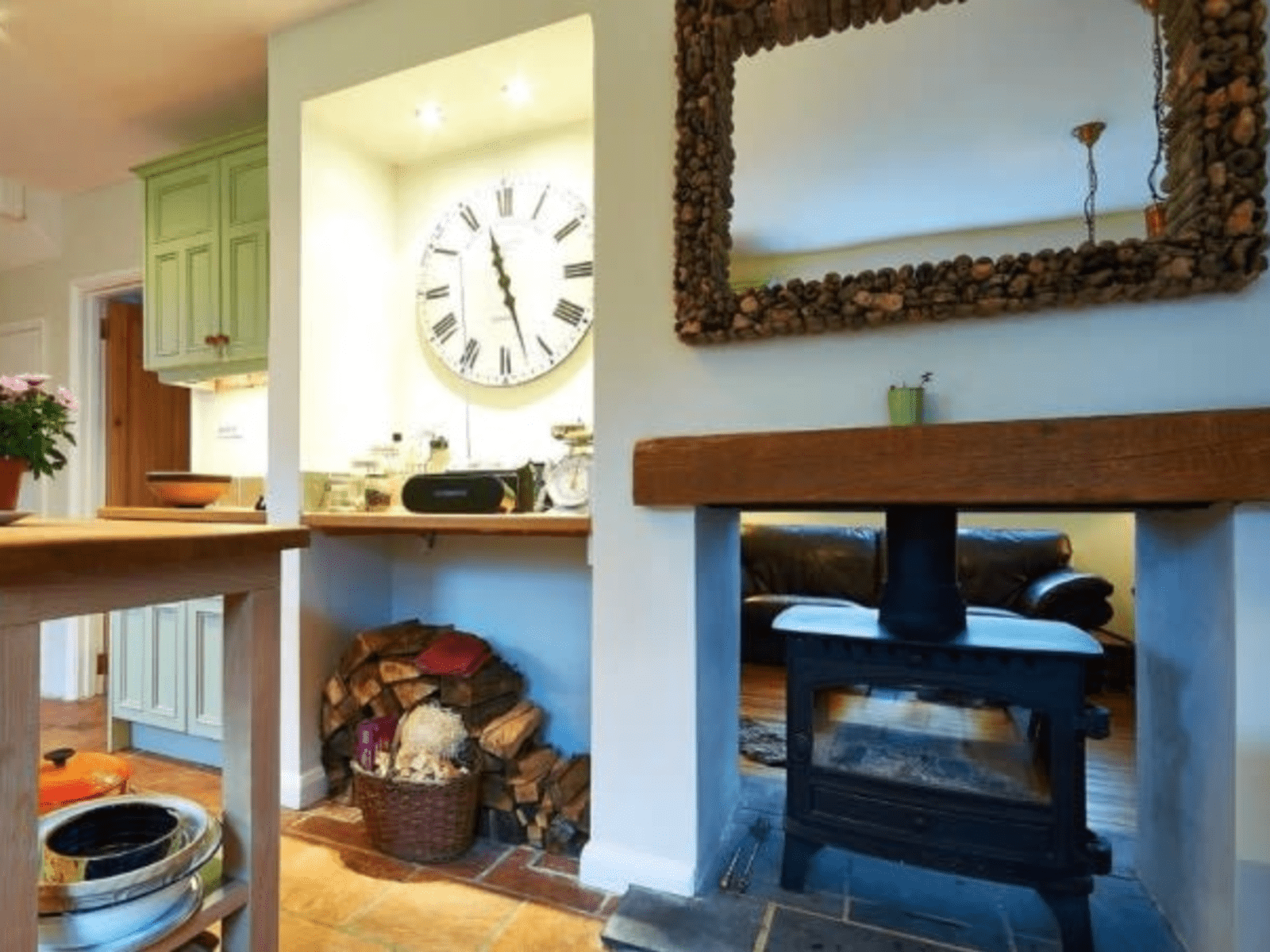Housesitting assignment in Oxted, United Kingdom