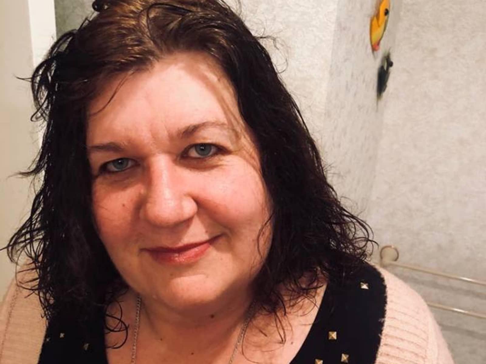 Vivian from Napier, New Zealand