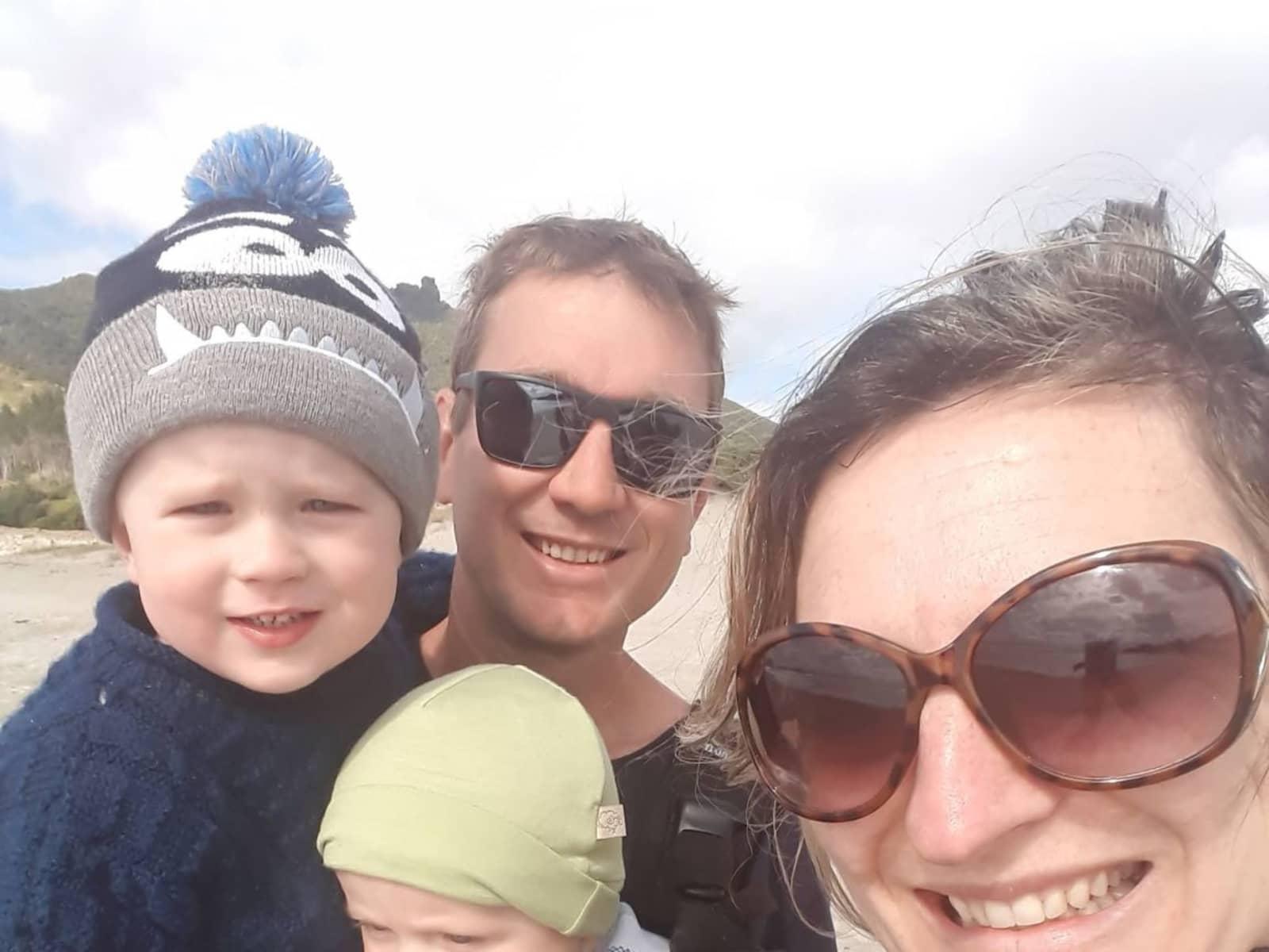 Grant & carolyn & Carolyn from Tutukaka, New Zealand