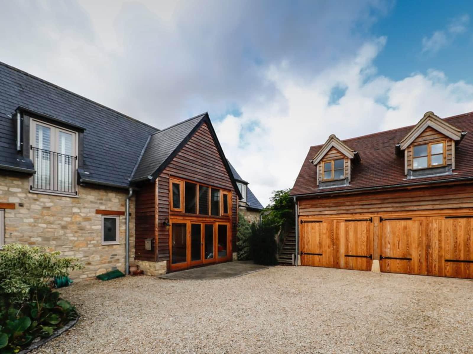 Housesitting assignment in Eynsham, United Kingdom
