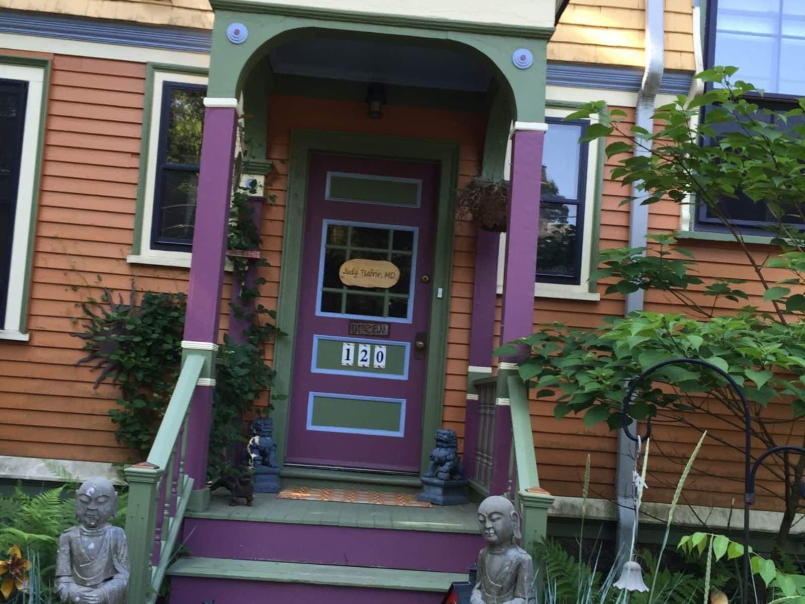 Housesitting assignment in Newton, Massachusetts, United States