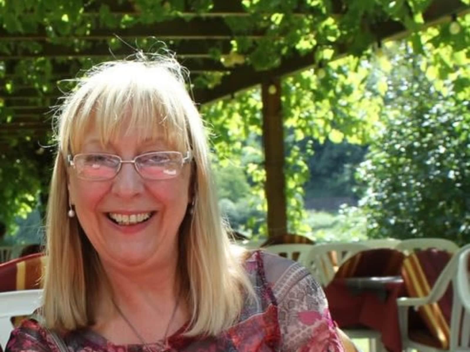 Linda from Rugby, United Kingdom