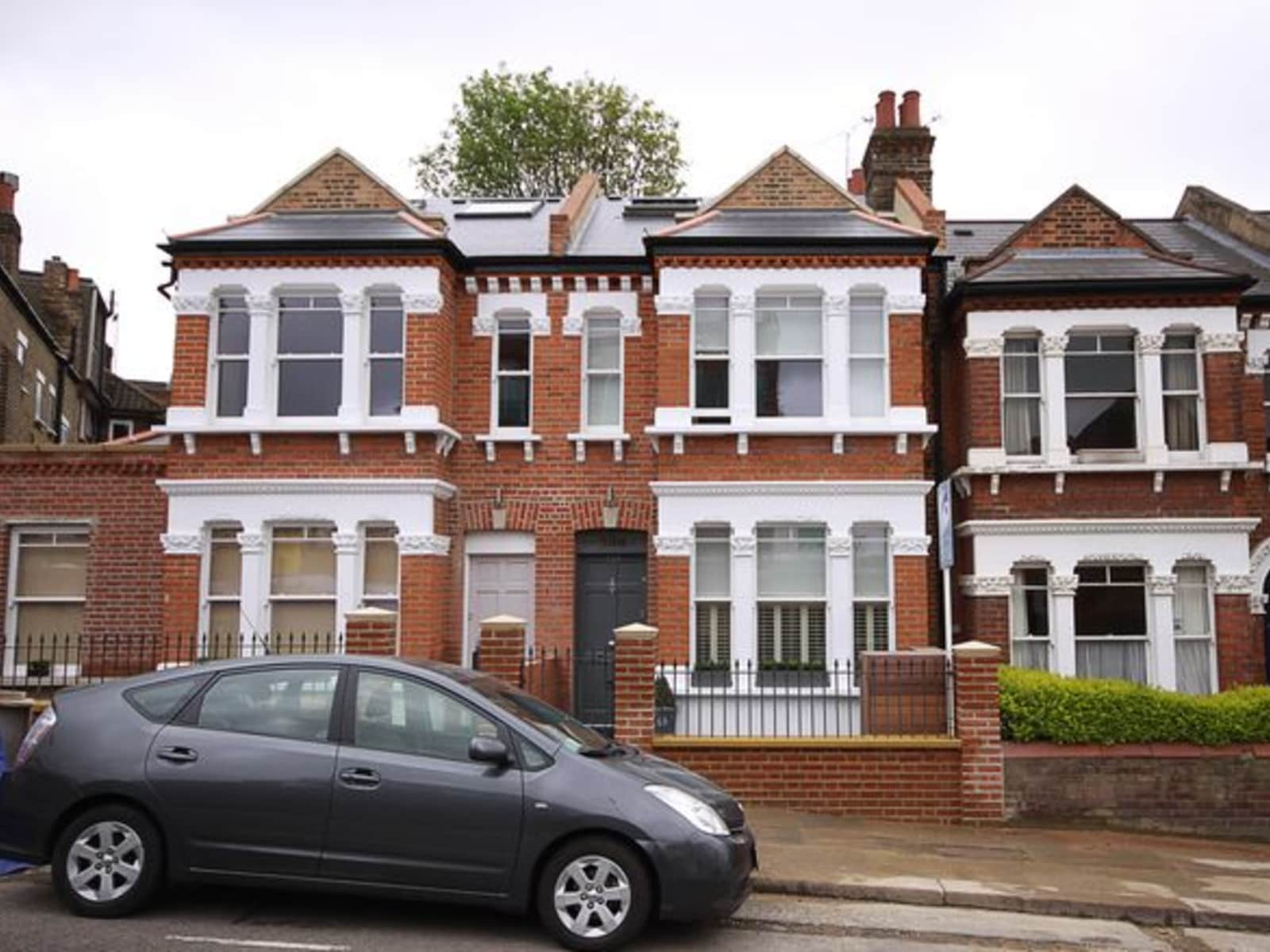 Housesitting assignment in Earlsfield, United Kingdom