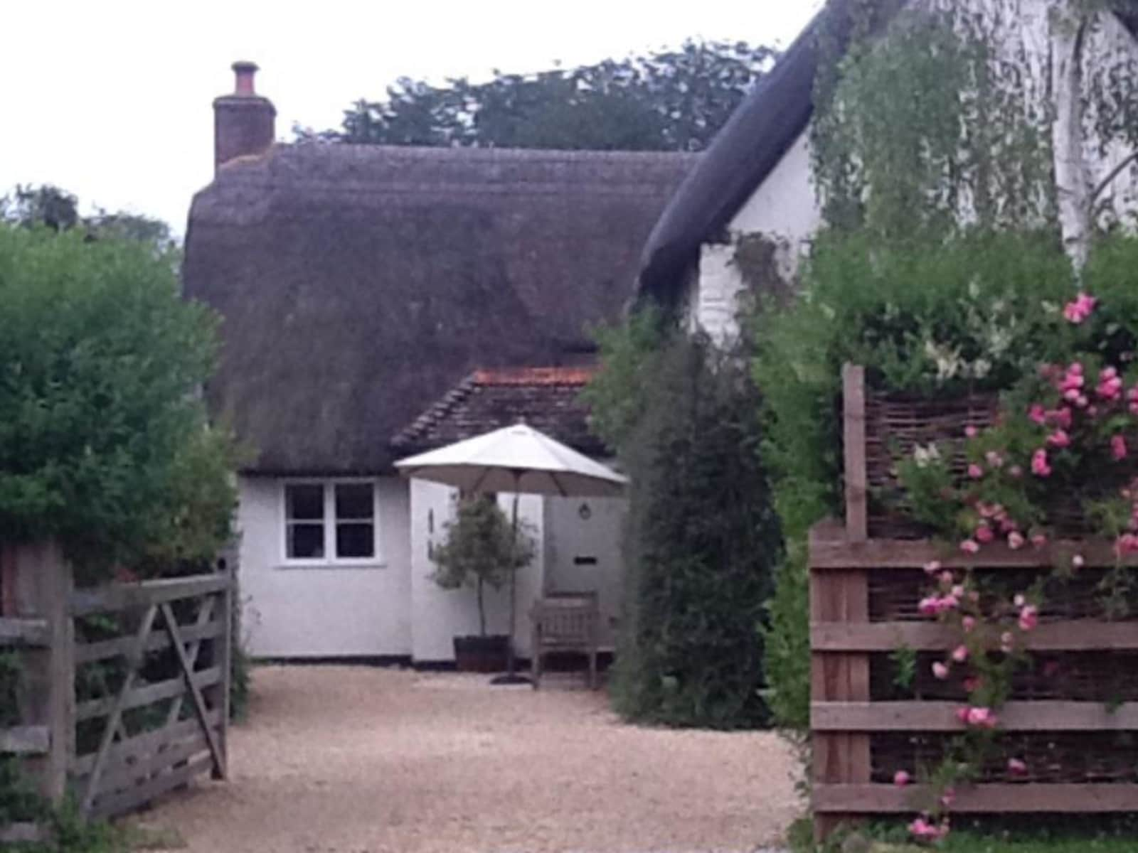 Housesitting assignment in Broad Hinton, United Kingdom
