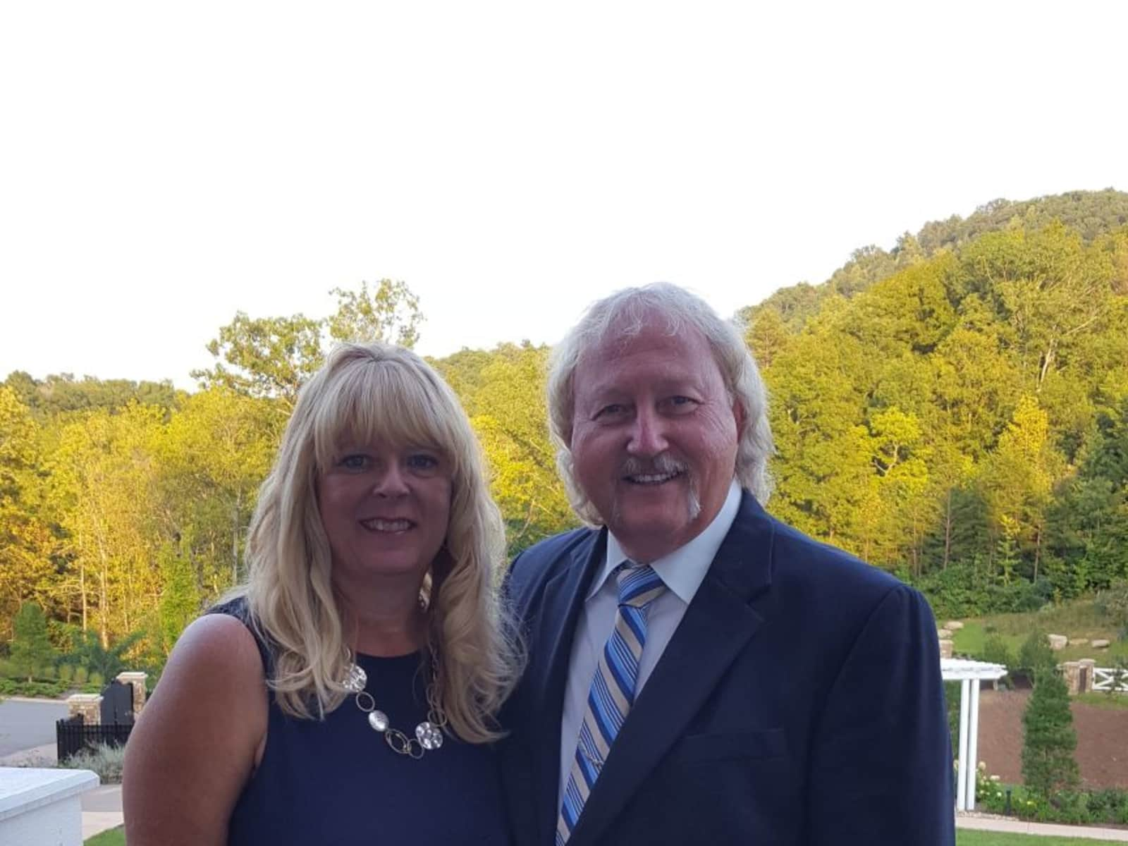 Elizabeth & Larry from Morristown, Tennessee, United States