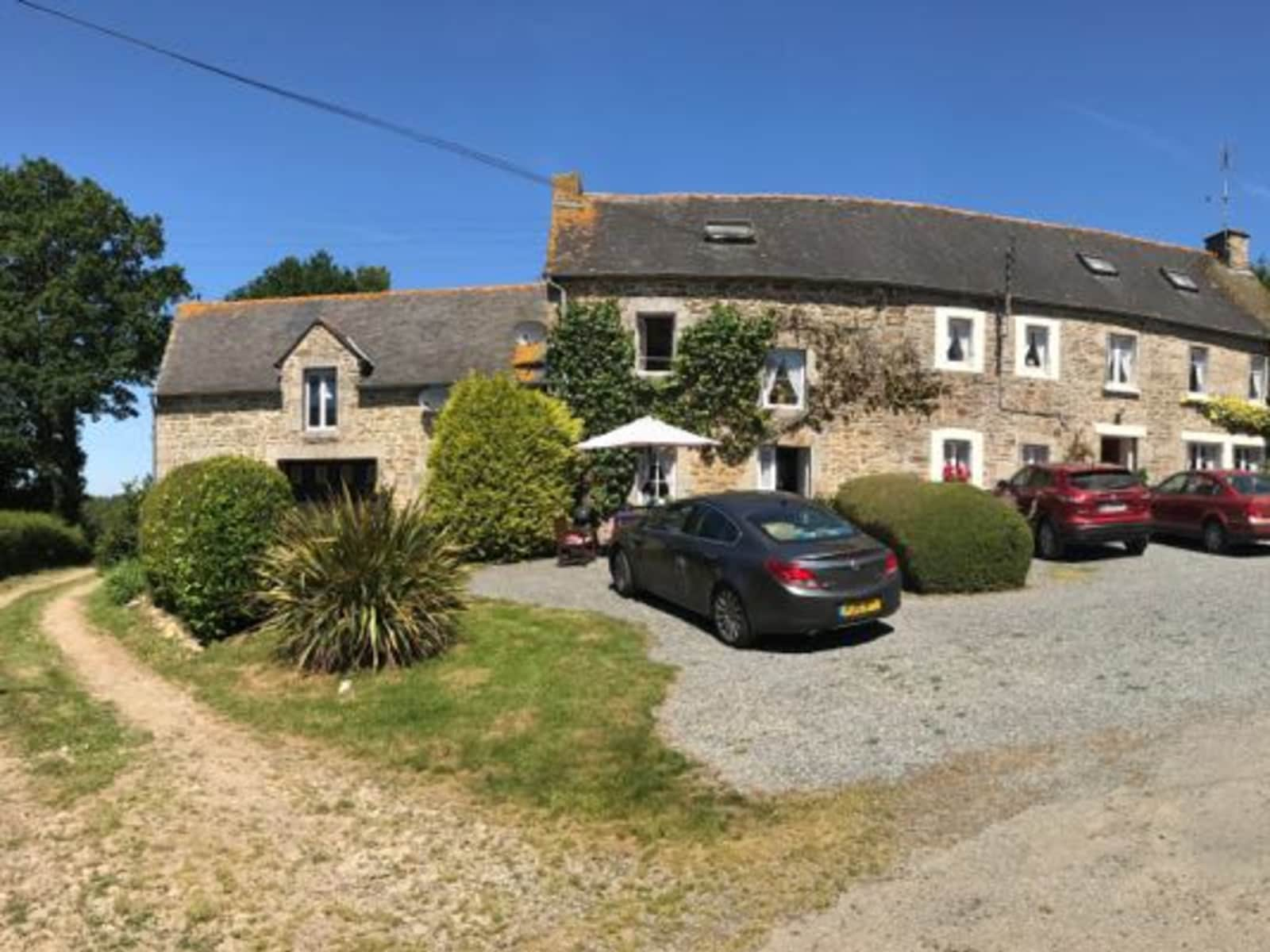Housesitting assignment in Plouguenast, France