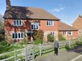 Housesitting assignment in Dorking, United Kingdom - Image 1