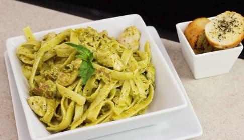 Pasta Con Pollo y Tocineta