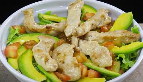 Ensalada de pollo y aguacate