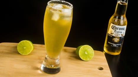 Michelada coctel de cerveza Corona