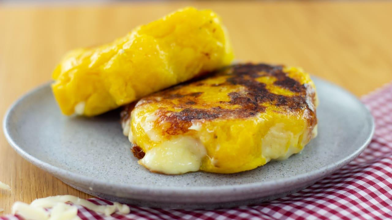 Tortilla de plátano con queso