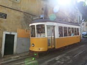 Lizbon-Portekiz-Sari-Tramvay
