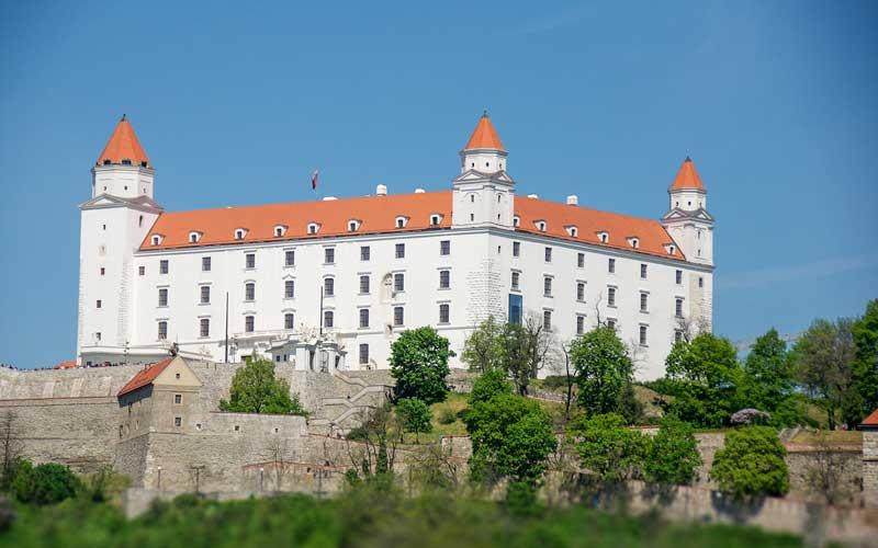 Bratislava-Nasil-Gidilir