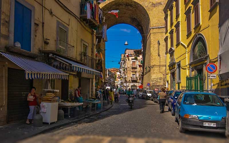 Napoli-Nasil-Gidilir